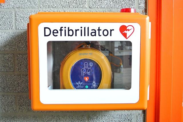 Les points essentiels sur l'utilisation d'un défibrillateur